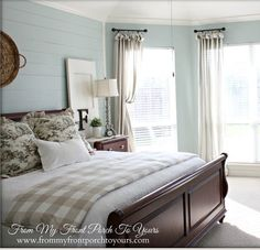 10 classic, modern & cozy farmhouse bedrooms guaranteed to give you sweet dreams Farmhouse Master Bedroom, Home Bedroom, Bedroom Decor, Bedroom Ideas, Rainwashed Sherwin Williams, Bedroom Paint Colors, Beautiful Bedrooms, Decoration, Sweet Dreams