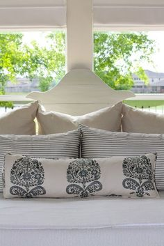 Pillow arrangement on a king bed