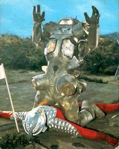 King Joe packs a whollop. Giant Monster Movies, Japanese Funny, Japanese Monster, Japanese Characters, King Kong, Retro Futurism, Godzilla, Science Fiction, Lion Sculpture