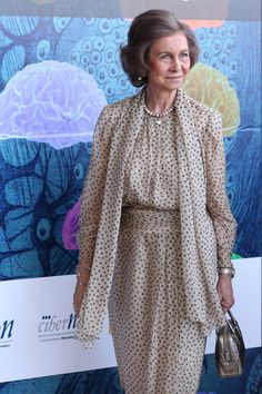 Queen Sofia Of Spain Visits San Jeronimo De Yuste Real Monastery In Caceres Stock Pictures, Royalty-free Photos & Images Billy Elliot, Over 50 Womens Fashion, Fashion Tips For Women, Greek Royalty, Global Summit, Spanish Royal Family, Satin Blouses, Royal Fashion, Queen