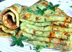 Panquecas de abobrinha com queijo - Food: Zucchini Rezepte - Delicious Pancakes Veggie Recipes, Low Carb Recipes, Vegetarian Recipes, Dinner Recipes, Cooking Recipes, Healthy Recipes, Zucchini Cheese, Cheese Pancakes, Zucchini Pancakes