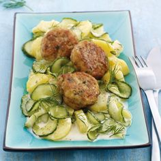 Fish cakes with potato and cucumber salad Recipes Weight Watchers, Weight Watcher Desserts, Weight Watchers Meals, Weith Watchers, Salad Recipes, Healthy Recipes, Eat Smart, Food Inspiration, Main Dishes, Clean Eating