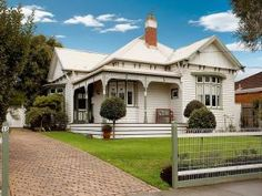 Timber edwardian house exterior with balcony & landscaped garden - House Facade photo 202707 Australian Architecture, Australian Homes, Architecture Design, Victorian Architecture, Weatherboard House, Queenslander, House Color Schemes, House Colors, Colour Schemes