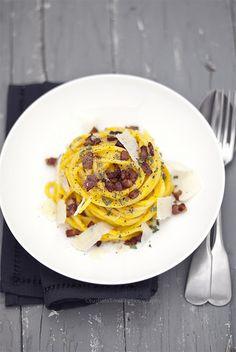 Spaghetti zucca pancetta e salvia Wine Recipes, Pasta Recipes, Pasta Al Dente, Pasta Noodles, In Vino Veritas, Linguine, Carne, Pumpkin Recipes, Diy Food