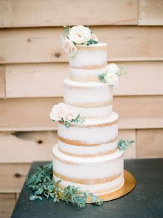 Julie Paisley Photography | Coordination: Southern Social Events | Floral Design: Vintage Florals | Cake: Rachel Zelenak | Venue: Long Hollow Gardens & Nursery | Rentals: Liberty Party Rental & Please Be Seated