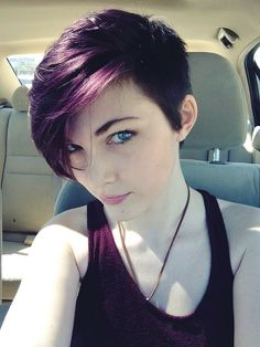 17 Stylish Hair Color Designs: Purple Hair Ideas to Try Colours in winter? 12 magnificent colour ideas for the coming season! Dark Purple Hair, Plum Hair, Hair Color Purple, Pastel Hair, Purple Colors, Purple Pixie Cut, Violet Hair, Short Purple Hair, Colours