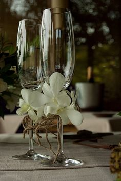 Wedding Champagne Flutes, Wedding Glasses, Champagne Glasses, Decorated Wine Glasses, Painted Wine Glasses, Wedding Table, Rustic Wedding, Enchanted Forest Decorations, Flower Decorations