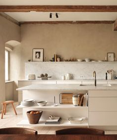 Inspiration from Zara Home for the Kitchen and Beyond TDC: Zara Home's first Kitchen Collection Zara Home Kitchen, Diy Kitchen, Kitchen Interior, Home Kitchens, Kitchen Decor, Skandi Kitchen, Corner Shelves Kitchen, Coral Kitchen, Kitchen Ideas