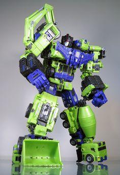 Maketoys Transformer Toy - Devastator looks so cool! Bringing back tons of childhood memories.