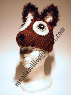 Lobo. gorro de lana hecho a mano.
