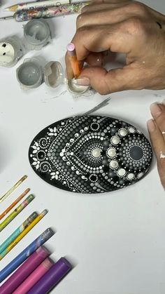 Dot Painting Tools, Stone Art Painting, Rock Painting Patterns, Dot Art Painting, Rock Painting Designs, Mandala Art Lesson, Mandala Drawing, Mandala Painting, Mandala Painted Rocks