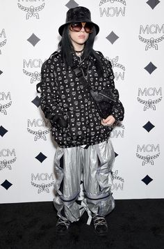 Billie Eilish attends MCM Global Flagship Store Grand Opening On Rodeo Drive at MCM Global Flagship Store on March 2019 in Beverly Hills, California. Billie Eilish, Color Verde Militar, Coachella, Under Armour, Indie, Harper's Bazaar, Baggy Clothes, Crazy Outfits, A$ap Rocky