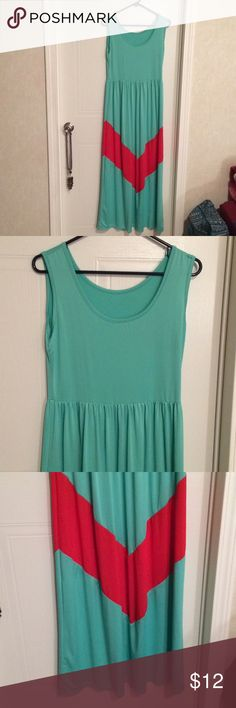 "$9 aqua green chevron color block maxi dress euc Euc! Super soft and stretchy. Boutique brand. No size it brand tag attached. Size xl. ✔The price in the beginning of the title of my listings is the bundle price. These prices are valid through the ""make an offer"" feature after you create a bundle. These bundle orders must be over $15. Ask me about more details if interested.  ❌No trades ❌No holds ❌No model photos ❌No additional measurements - measurements are pictured. Boutique Dresses Maxi"