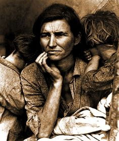 Migrant Mother, Nipomo, California, by Dorothea Lange - and other life changing images. The Guardian Iconic Photos, Rare Photos, Old Photos, Vintage Photos, Dust Bowl, Alfred Stieglitz, Time Travel Pictures, Vintage Photography, Haciendas