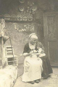 Grandmother and granddaughter, 1905