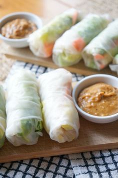 Fresh Veggie Rolls with Peanut Ginger Sauce | http://tomatoboots.co | #appetizers #dinnerfortwo #healthy