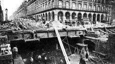 En 1899, progression des travaux dans la rue de Rivoli au niveau du Louvre, des Arcades et du Palais Royal. Paris Metro, Louvre, Street View, Construction, Rivoli, Arcades, Palais Royal, Photos, Street Photography