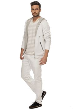 Ce cardigan à capuchon est parfait pour un look décontracté! / This hooded cardigan is perfect for a casual look! https://www.tristanstyle.com/en/hommes/looks/5/hv070d0636bbc01/