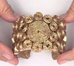 Deceptively Decadent Paper Jewelry diy paper jewelry - new season bijouterie Recycled Jewelry, Old Jewelry, Metal Jewelry, Jewelry Crafts, Handmade Jewelry, Jewelry Making, Paper Quilling Jewelry, Paper Bead Jewelry, Fabric Jewelry