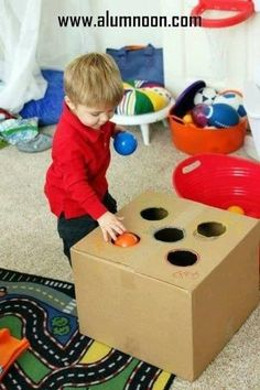 22 Genius homemade toys and activities to keep your kids busy … - Kinderspiele Fun Activities For Toddlers, Infant Activities, Preschool Activities, Games For Kids, Color Sorting For Toddlers, Toddler Gross Motor Activities, 10 Month Old Baby Activities, Color Activities For Toddlers, Kindergarten Fun