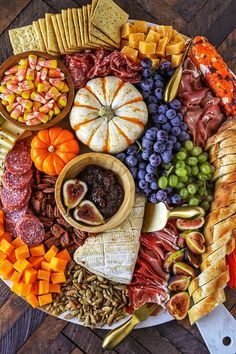 Harvest Charcuterie Board - Easy Fall Dinner or Appetizer Idea - Pratik Hızlı ve Kolay Yemek Tarifleri Party Food Platters, Charcuterie And Cheese Board, Gluten Free Puff Pastry, Fall Dinner, Snacks Für Party, Party Party, Thanksgiving Appetizers, Clean Eating Snacks, Fall Recipes