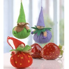 """Erdbeer-Wichtel aus Filz (Idee mit Anleitung – Klick auf """"Besuchen""""!) - Die sind einfach supersüß! Und einfach nachzubasteln - ideal für Kindergeburtstage!"""