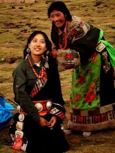 Save the ecology of Tibet. Tibet is not China. Tibet, Dope Fashion, Ethnic Fashion, Mongolia, Pretty People, Beautiful People, Tribal People, Alexander The Great, Historical Costume