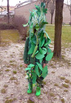 """Scuola Arti e mestieri/Fabbrica della cartapesta """"VERDE VEGETALE/La metamorfosi delle maschere di clorofilla"""" (La parata dei corsi pomeridiani con i bambini della scuole elementari)"""