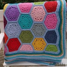 Hexagon Crochet Blanket Baby Blanket Crochet, Crochet Baby, Hexagon Crochet, Crochet Afghans, Acrylic Flowers, Beautiful Crochet, Granny Squares, Baby Blankets, Fun