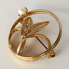 Gold plated filigree leaves round brooch pin with white round faux pearl Lot 103