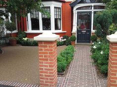 Gardening Advice For A Luscious, Healthy Garden Front Garden Ideas Driveway, Driveway Design, Driveway Landscaping, Block Paving Driveway, Resin Driveway, Circular Driveway, Resin Bound Gravel, Resin Bound Driveways, Front Garden Path