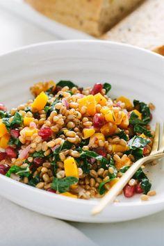Wheat Berry Recipes, Wheat Berry Salad, Warm Salad, Winter Salad, Clean Eating Salads, Healthy Eating, Tofu, Feta, Vegetarian Recipes