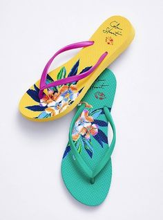 71d8f924360 An essential pair of flip flops! You can t have a sexy summer without the  essentials