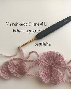 Günaydın Çok istediğiniz şalın anlatımıyla karşınızdayım. Çok uğraştım hem örüp hem fotoğraflamak ve her fotoğrafın üzerine açıklama… Freeform Crochet, Crochet Art, Crochet Motif, Crochet Shawl, Crochet Stitches, Free Crochet, Crochet Patterns, Crochet Wallet, Diagram Chart