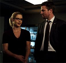 Felicity and Oliver in Arrow Oliver And Felicity, Arrow Tv Series, Stephen Amell Arrow, Falling Skies, Team Arrow, Flash Arrow, Starling, Green Arrow, Best Couple