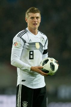 Toni Kroos of Germany controls the ball during the International friendly match between Germany and France at RheinEnergieStadion on November 14 2017...