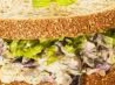 Receita de Sanduiche com berinjela e hortelã - 2 Colher(es) de sopa Azeite de oliva, 2 Unidade(s) Dentes de alho picado, 1 Unidade(s) Cebola média picada, 2 Unidade(s) Berinjelas pequenas cortadas em cubos pequenos, 1 Pitada(s) Sal, 1 Xícara(s) Maionese, 15 Unidade(s) Folhas de hortelã fresca picada, 12 Unidade(s) Fatias de pão de fôrma integral