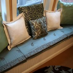 Yay! I need to make a window seat cushion for our two window seats and I finally found an easy no-sew method!