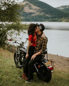 This super cool Oregon couple's sweetheart session at Dorena Lake features trendy band tees and a very passionate motorcycle ride. Motorcycle Engagement Photos, Motorcycle Couple Pictures, Biker Couple, Engagement Pictures, Engagement Shoots, Rockabilly, Photo Couple, Couple Shoot, Harley Davidson