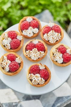 Mini Cherry Pies - puff pastry shells filled with sour cherry filling and topped with sweetened whipped cream. Puff Pastry Recipes, Pie Recipes, Dessert Recipes, Strawberry Cream Cakes, Strawberries And Cream, Mini Desserts, Mini Pains, Mini Cherry Pies, Sweet Whipped Cream
