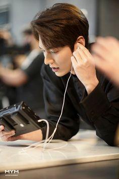 """The King: The Eternal Monarch"" Jung So Min, Park Shin Hye, Asian Actors, Korean Actors, Lee Min Ho Smile, Lee Sun, Lee Minh Ho, Lee Min Ho Photos, Kim Go Eun"