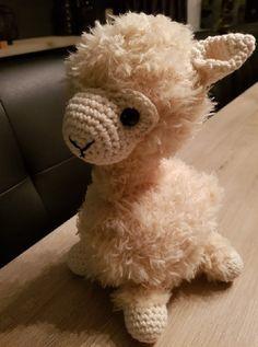 Diy Crochet, Giraffe, Projects To Try, Alpaca, Teddy Bear, Diy Crafts, Amber, Handmade, Animals