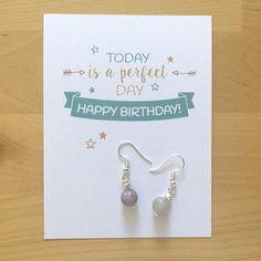 Acompaña tu regalo de una tarjeta de cumpleaños  Quiero compartir lo último que he añadido a mi tienda de #etsy: Tarjeta de cumpleaños - Hoy es un día perfecto para cumplir años Felicidades! - Disponible en español - inglés - catalán https://etsy.me/2JAfudK #artencasa #artencasadiy #happybirthday #felizcumpleaños #birthdaygift #regalodecumple