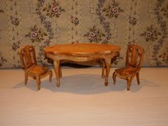 Miniature table and chairs for mignonette