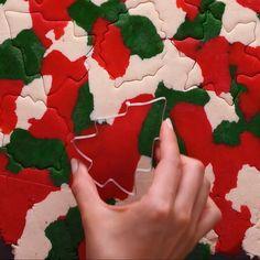 Christmas Colors Cookies - Weihnachtsplätzchen - Welcome Crafts Christmas Cookies Packaging, Christmas Sugar Cookies, Christmas Snacks, Christmas Cooking, Noel Christmas, Holiday Cookies, Christmas Candy, Christmas Colors, Christmas Desserts