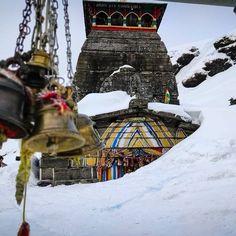 ॐ भूर्भुवः स्वः ॐ त्र्यम्बकं यजामहे सुगन्धिं पुष्टिवर्धनम् ⠀⠀⠀⠀⠀⠀⠀⠀ उर्वारुकमिव बन्धनान्मृ त्योर्मुक्षीय मामृतात् 🙏 तुंगनाथ उत्तराखंड के गढ़वाल के रुद्रप्रयाग जिले में स्थित एक पर्वत है। इसी पर्वत पर स्थित है पंच केदारों में से एक तुंगनाथ मंदिर। #Tungnath #Chopta #HarHarMahadev #chamoli #Mahadeva #shiva #lordshiva #bholenath #ShivShankara #shankar #bolenath #shivshankar #mahadev #mahakal #shivshambhu #shivbhakti #shivshakti #tandav #shivtandav #shivmantra #jaishivshankar #bhaktisarovar Lord Shiva, Temple, Tips, Temples, Shiva, Counseling