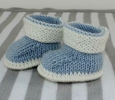 Baby 2 Colour Booties Knitting pattern by madmonkeyknits Baby 2 Colour Booties Knitting pattern by madmonkeyknits Knitting , lace processing is the single most beautiful hobbies. Baby Booties Knitting Pattern, Baby Shoes Pattern, Booties Crochet, Crochet Baby Shoes, Shoe Pattern, Crochet Baby Booties, Baby Knitting Patterns, Crochet Pattern, Slippers Crochet