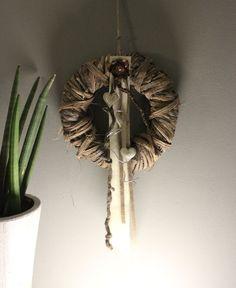 Elegant WD u Aussergew hnliche Wanddeko Gespaltenes Kokosblatt dekoriert mit nat rlichen Materialien und einer Edelstahlkugel Passend zu unserer Tisc u