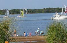 Colón, verde placidez a las orillas del Río Uruguay http://www.lugaresdemipais.com/argentina/entre-rios/que-atractivos-turisticos-tiene-colon-entre-rios.htm