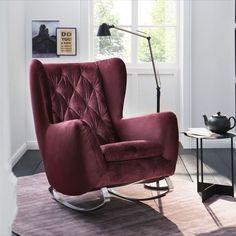 """Pohodlné """"houpací"""" křeslo ve stylu RETRO, použitelné i jako doplněk k sedacím soupravám. Křeslo je součástí širší modelové řady SUSSEX v sekci """"sedací soupravy"""", viz. ceník. Volitelné varianty kovových houpacích lyžin: kovové chromované nebo kovové černé matné. Recliner, Armchair, Lounge, Retro, Stabil, Furniture, Home Decor, Products, Rocking Chair"""
